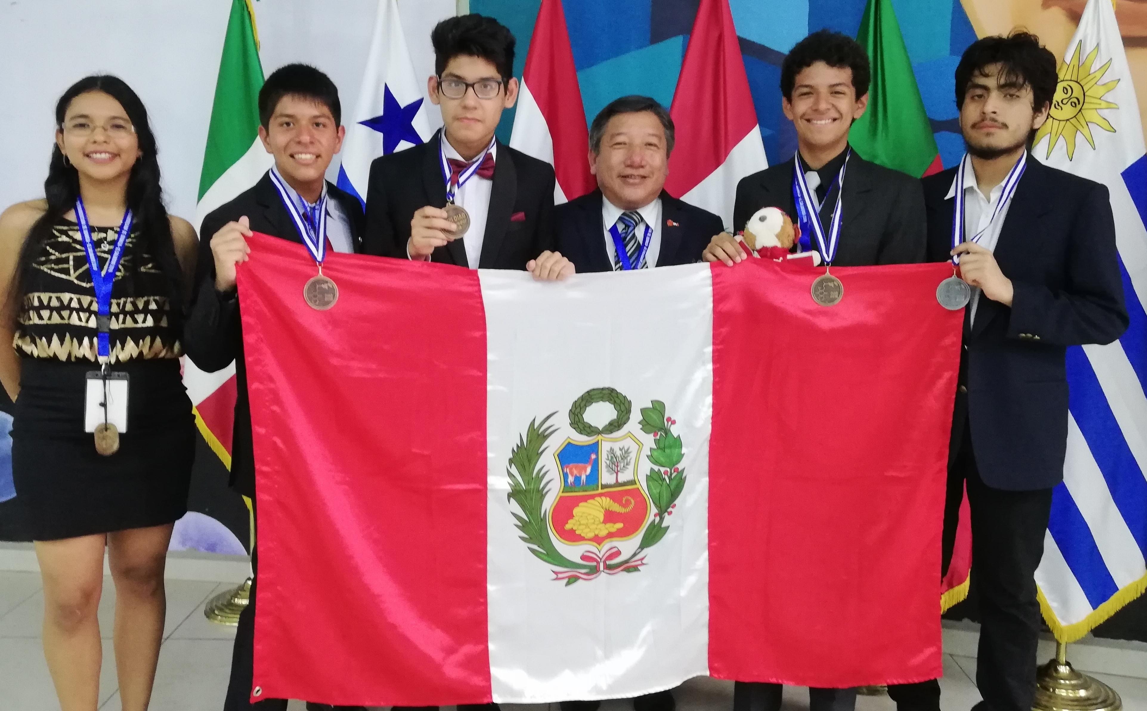 Alumnos entrenados en la Sección Química ganan medallas en la XXIII Olimpiada Iberoamericana de Química
