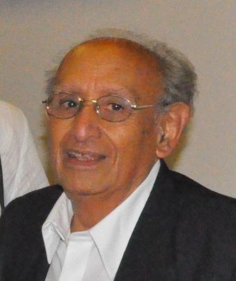 """Entrevista a el profesor Máximo Vega-Centeno sobre los temas de su último libro """"¨Ética y deontología. La universidad, la ética profesional y el desarrollo""""."""