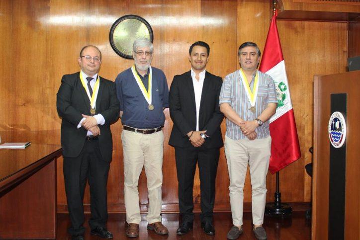 Carlos Guevara, Jefe de Práctica a Tiempo Completo, sustentó satisfactoriamente su Tesis de Licenciatura.