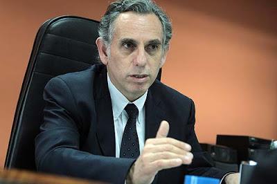 """Artículo de profesor Pedro Francke """"107,000 empleos perdidos en Lima"""". Hildebrandt en sus Trece. Del 19 a 25 de mayo."""