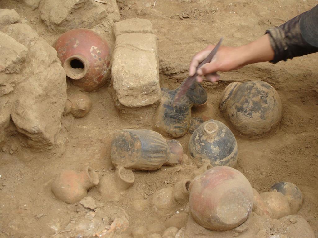 http://files.pucp.edu.pe/facultad/llcchh/wp-content/uploads/2015/12/Arqueologia-PUCP-6-1024x768.jpg