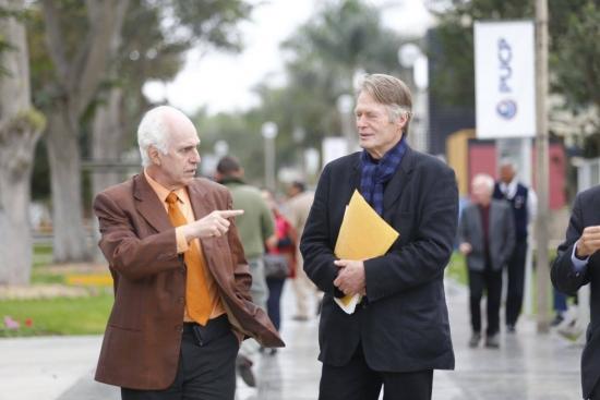 Nuestro rector Marcial Rubio Correa junto al escritor francés.