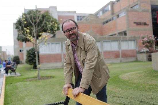 Para Fred Rohner, profesor del Departamento de Humanidades, Pinglo es el primer referente claro y masivo en la formación de la música criolla .